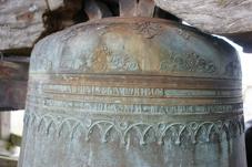La plus grosse cloche ornée de rinceaux